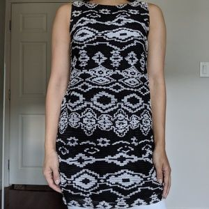 Knitted black and white patterned sleeveless tunic